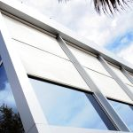 Fassade-mit-Zip-Screens